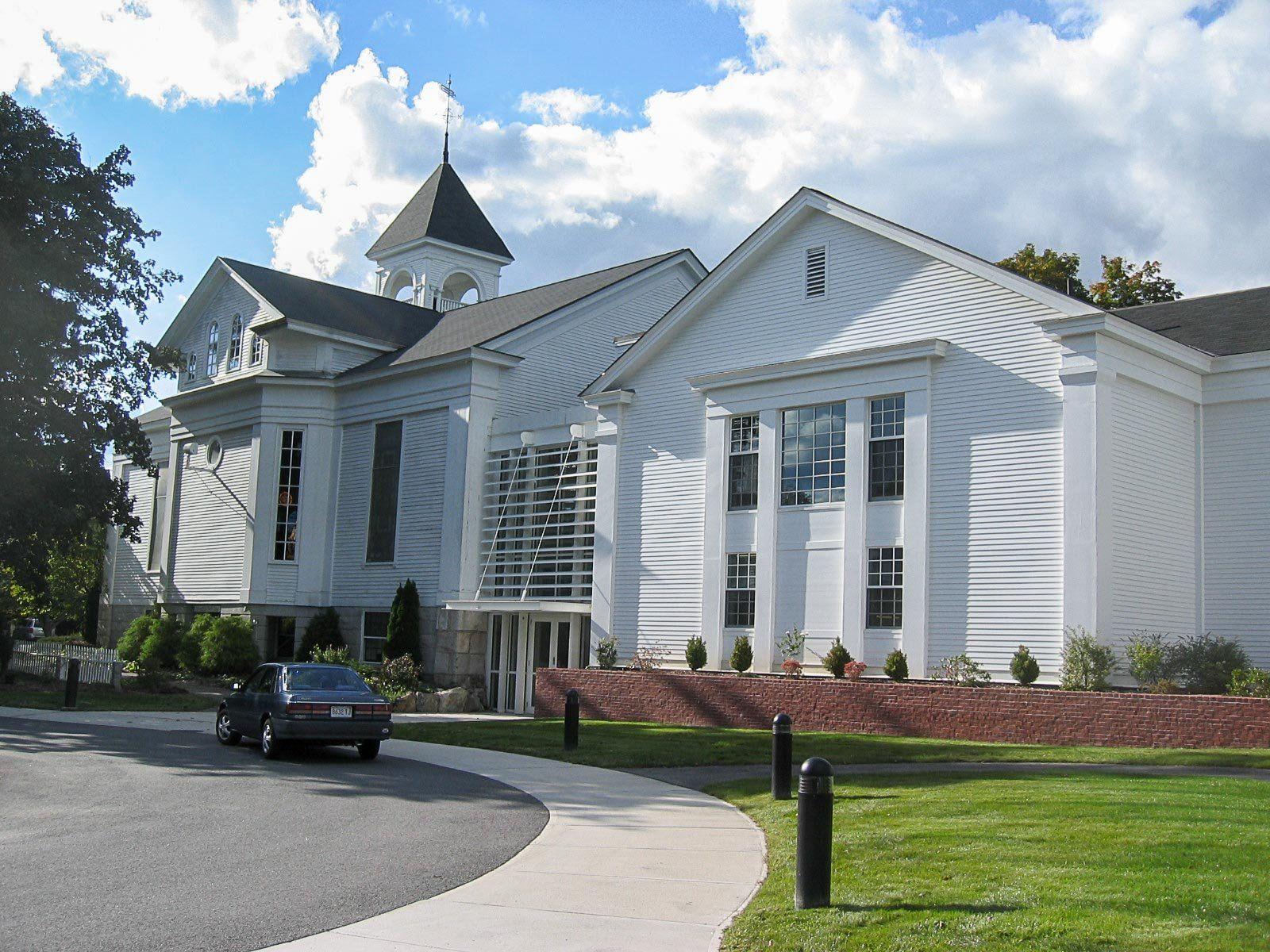 Acton Congregational Church, Exterior view