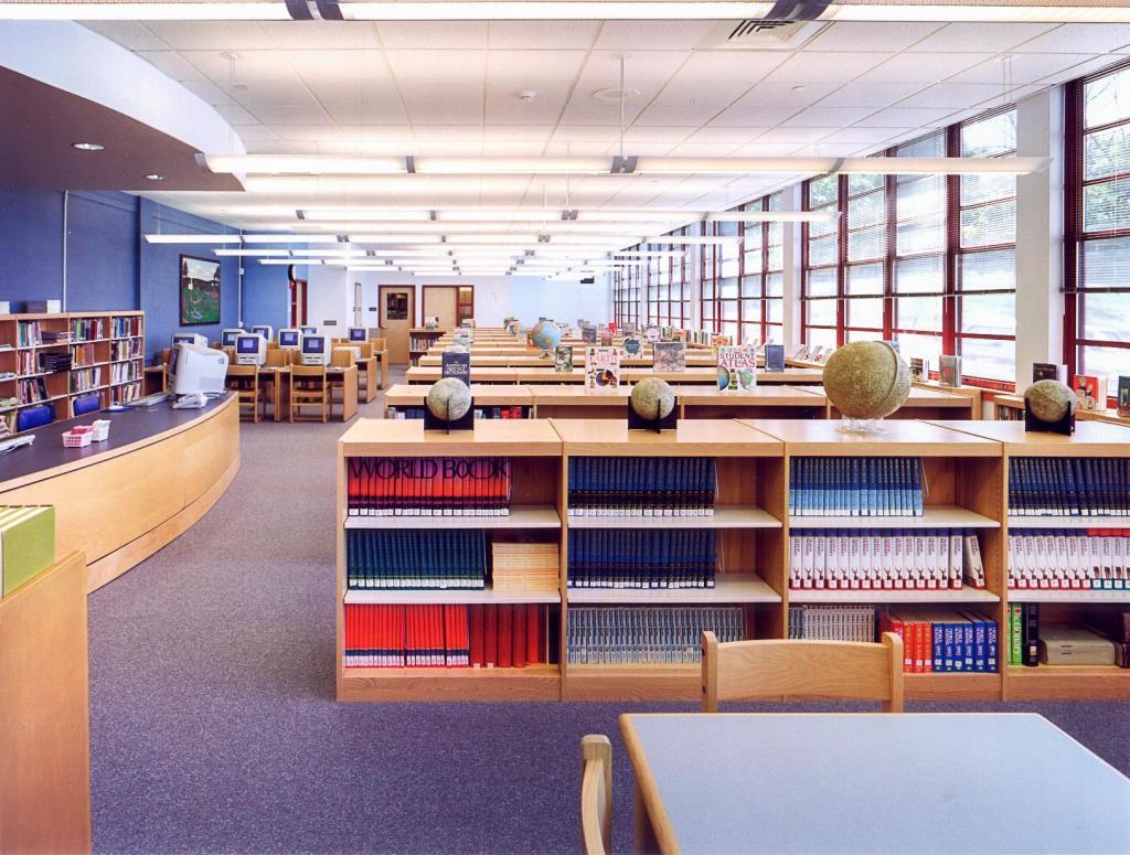 Peter Noyes Elementary School, Library